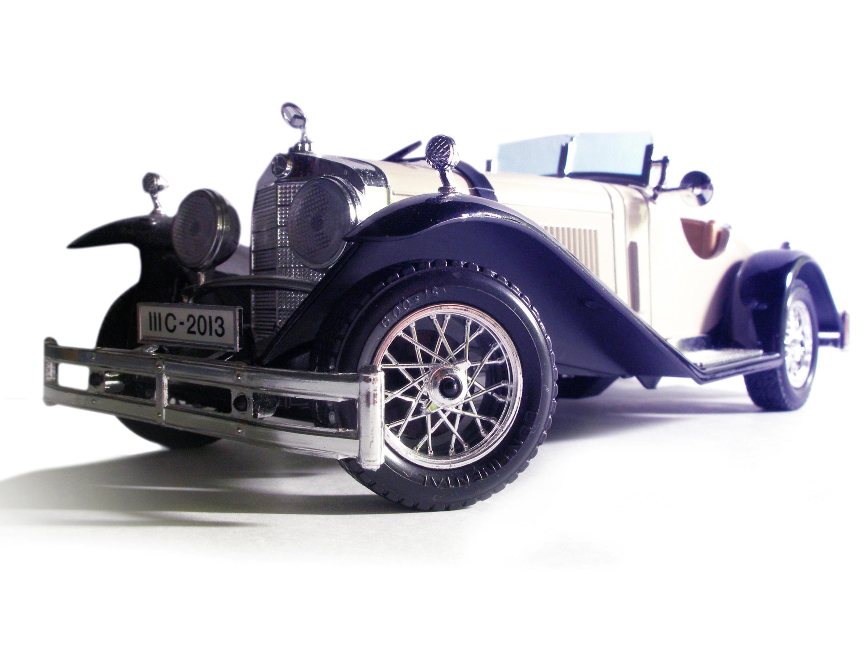 the-white-car-1555445