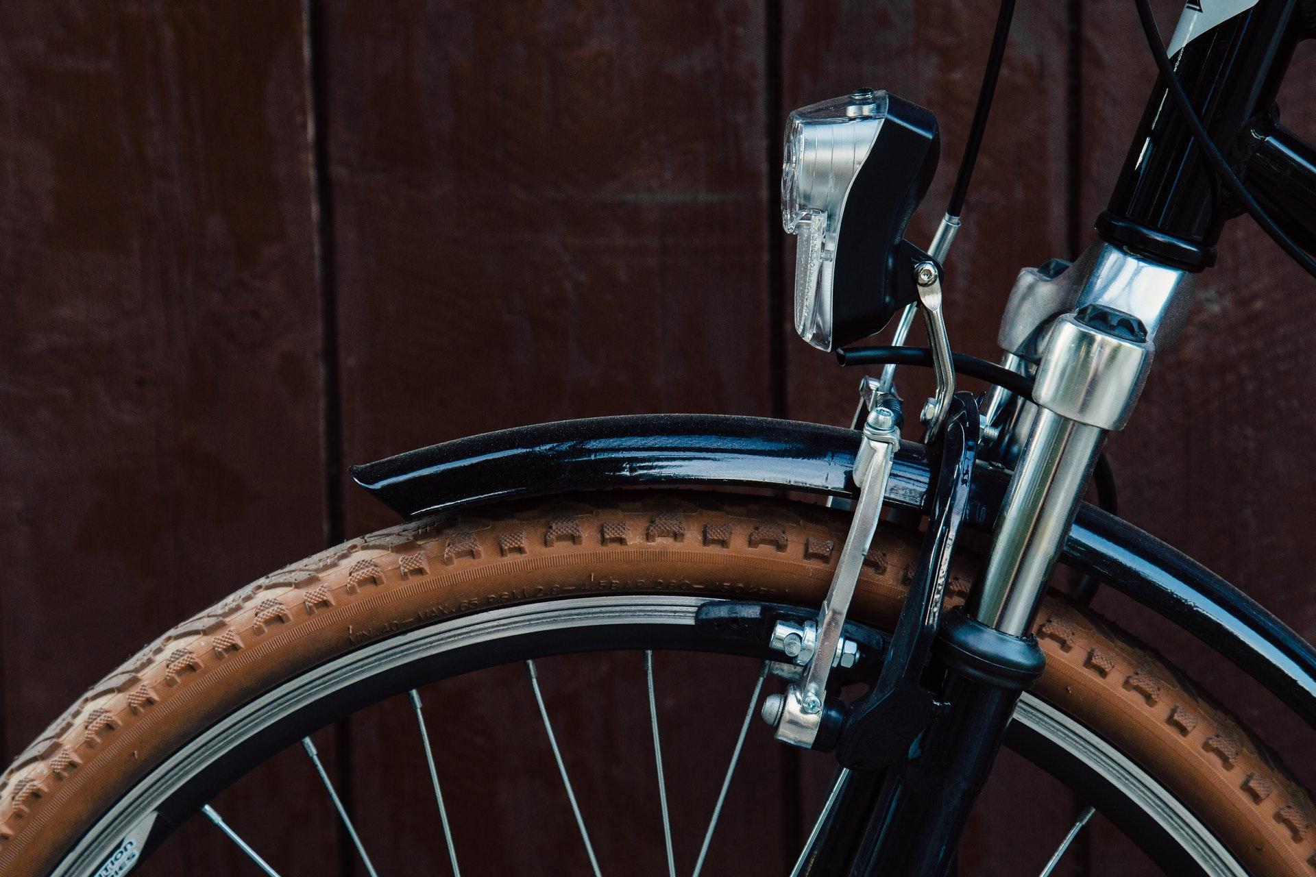 wood-light-bike-tire